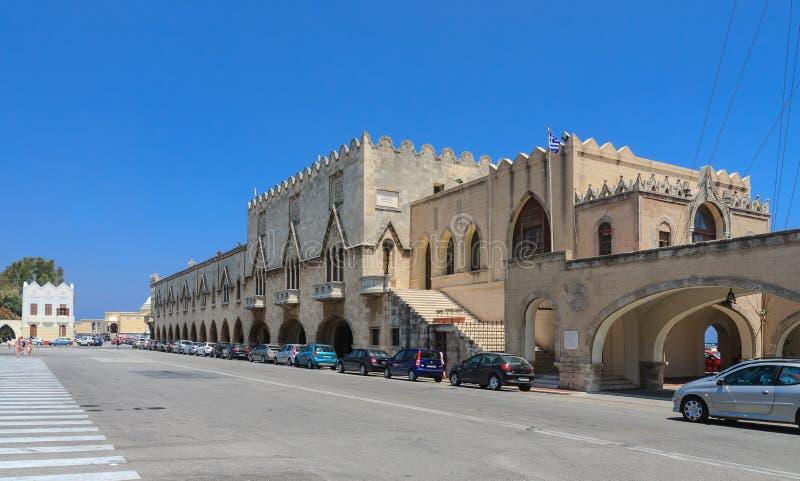 专区大厦在市罗得岛 希腊 免版税图库摄影