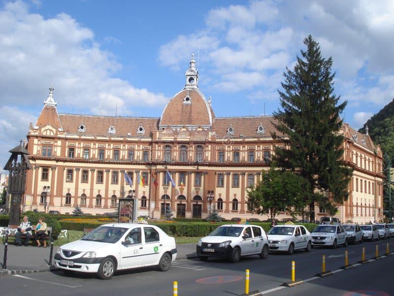 专区常设小室大厦和线在街道上的在布拉索夫的中心 免版税图库摄影