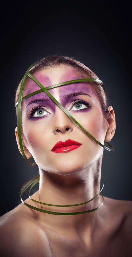 专家组成-与美丽的眼睛的美丽的女性艺术画象。高雅。真正自然妇女在演播室。a画象  库存照片