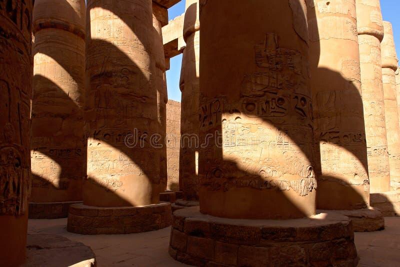 专栏在卡纳克神庙寺庙的-卢克索,埃及次附尖大厅里 免版税库存照片