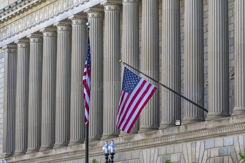 专栏旗子赫伯特・胡佛大厦商务部第14街道华盛顿特区 图库摄影