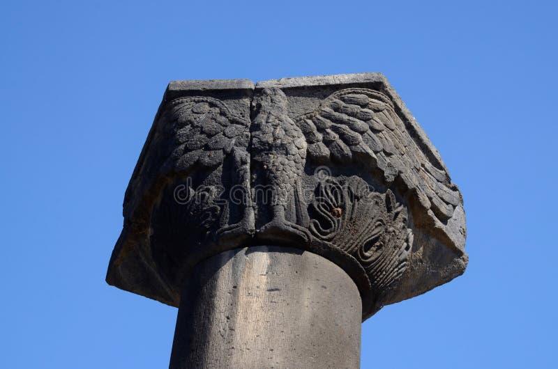 专栏的资本与老鹰形象, Zvartnots寺庙,亚美尼亚的 库存照片