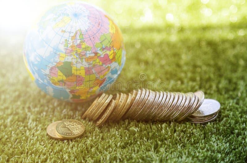 世界和货币 免版税库存照片