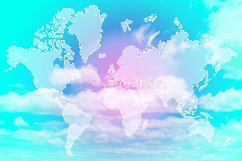 世界地图两次曝光在甜柔和的淡色彩色的云彩上的 皇族释放例证