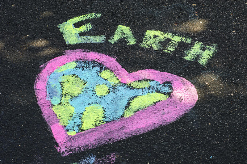 世界地球日白垩艺术心脏 库存图片