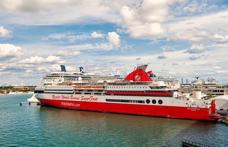 世界手段bimini超级快速的巡航在迈阿密,美国 免版税库存图片