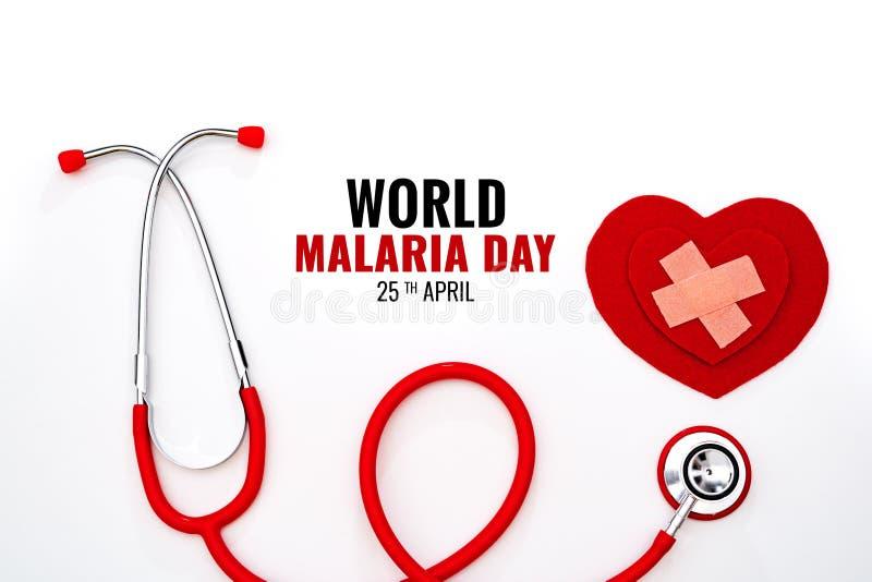 世界疟疾天、4月25日,医疗保健和医疗概念、红色听诊器和红心在白色背景 免版税图库摄影