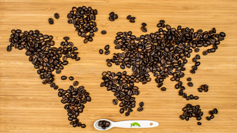 世界的地图由咖啡豆制成 免版税图库摄影