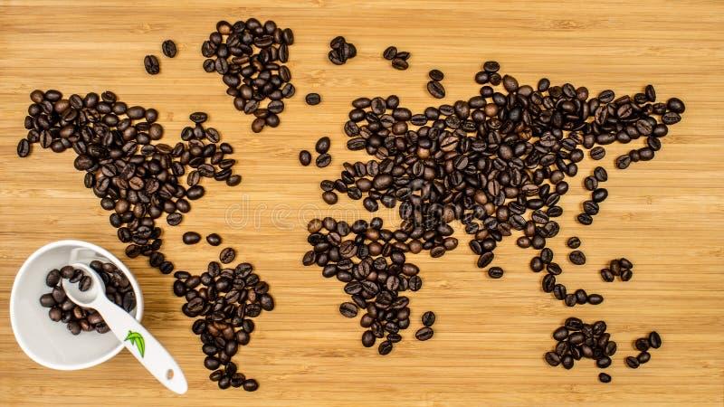 世界的地图由咖啡豆制成 免版税库存图片