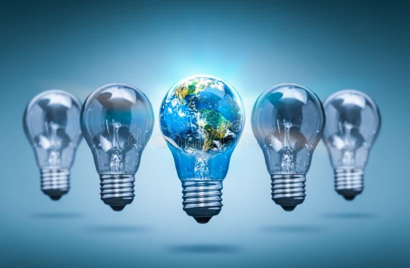 以世界的形式电灯泡-电灯泡概念 免版税图库摄影