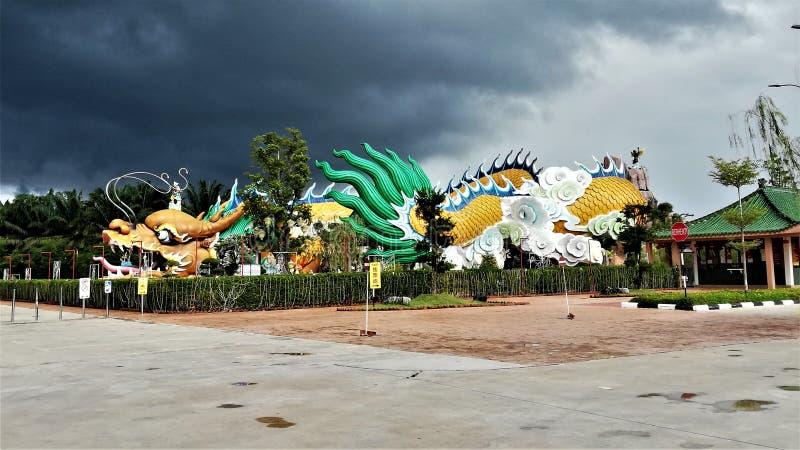 世界的最长的龙雕象&隧道在世界在雍彭,柔佛州,马来西亚,115米的长度的 免版税库存照片