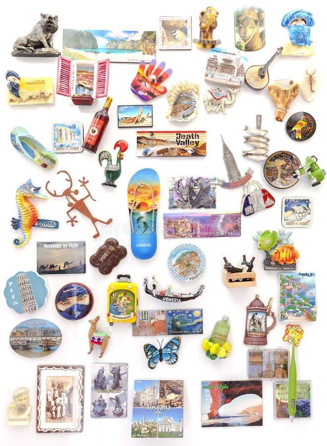 从世界的纪念品磁铁在冰箱 免版税库存图片