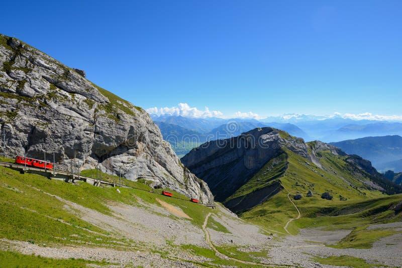 世界` s最陡峭的钝齿轮铁路导致登上峰顶  免版税库存图片