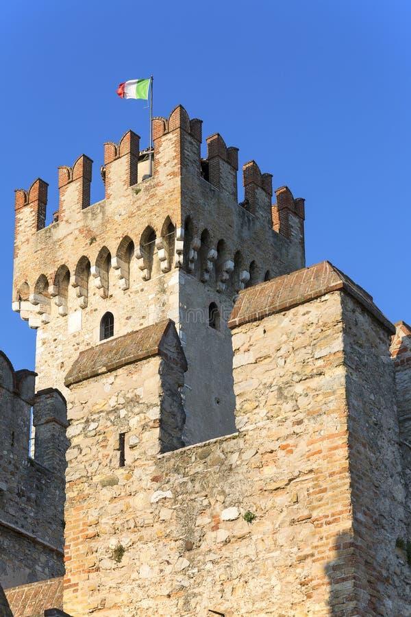 13世纪中世纪石头Scaliger城堡帝堡城Scaligero,西尔苗内,意大利 库存图片