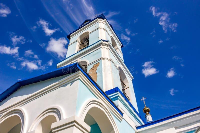 18世纪的保佑的圣母玛丽亚的诞生的老教会的大厦的看法在Ivanovskoe村庄  免版税库存照片
