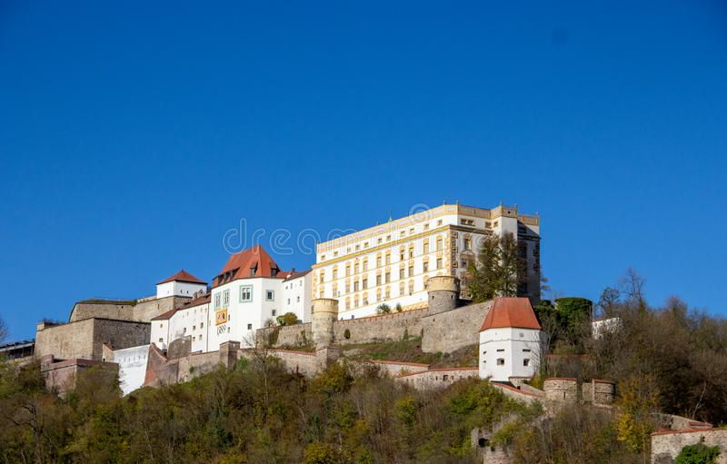 13世纪的Veste Oberhaus堡垒,德国帕绍 库存照片
