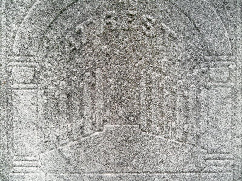 世纪详细资料给天堂第十九墓碑装门 免版税图库摄影