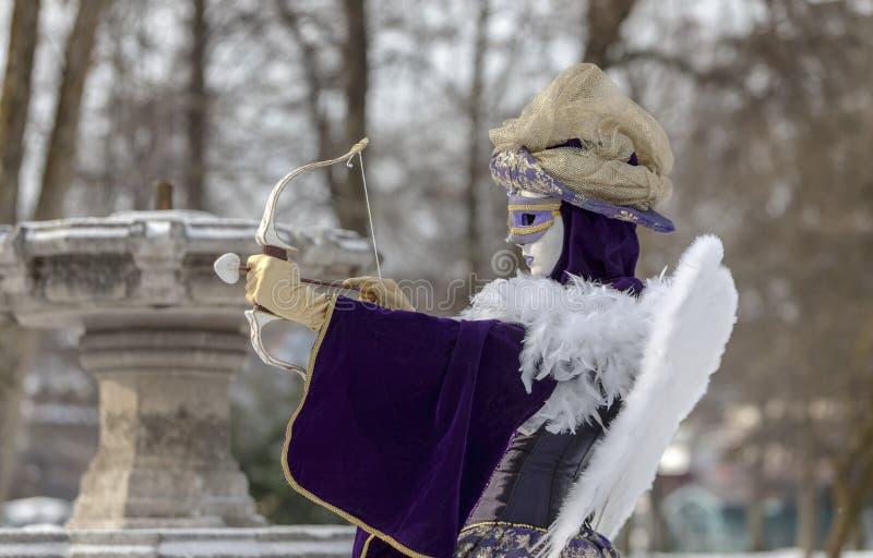 丘比特假装的人-阿讷西威尼斯式狂欢节2013年 免版税图库摄影