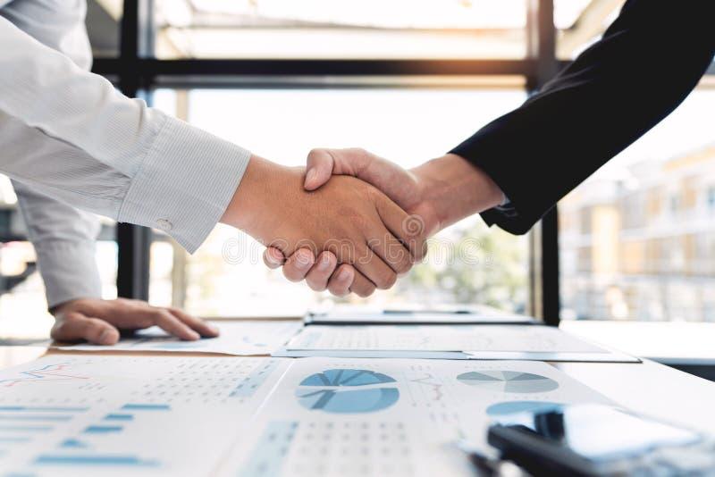 业务会议协议握手概念,手藏品在成交项目或交易成功的完成以后在交涉ov 图库摄影