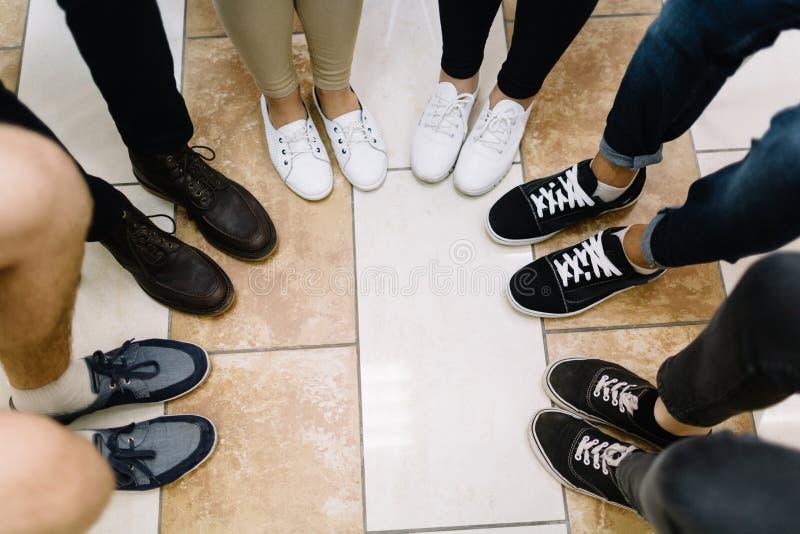 业务会议参加者的腿 库存图片