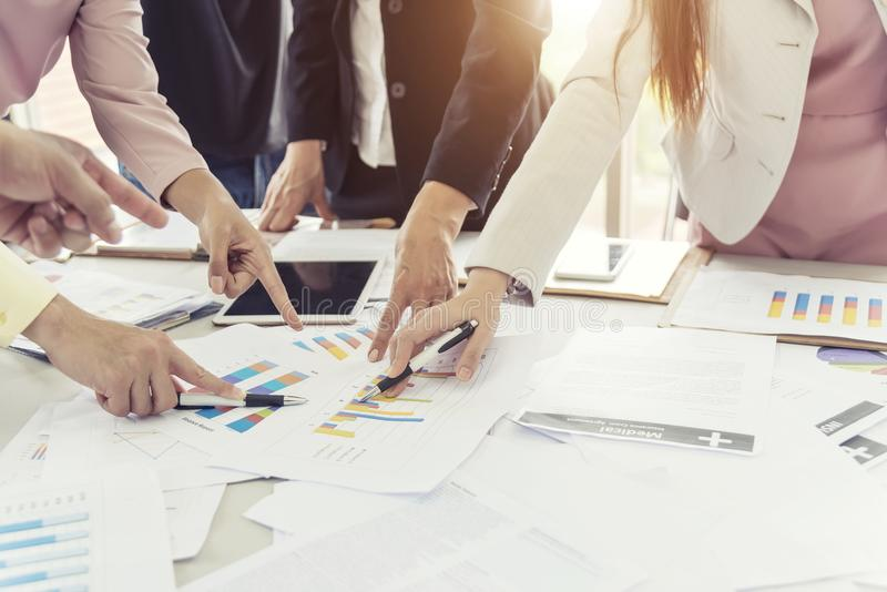 业务会议和会议概念 商人谈论 免版税库存照片