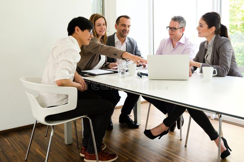 业务会议在一个舒适环境里 库存图片