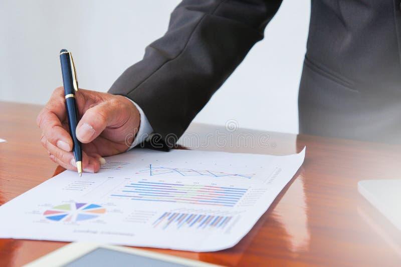 业务会议,文件,销售分析,分析发生 免版税库存图片
