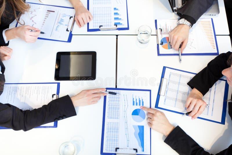 业务会议:小组买卖人在工作 免版税库存图片