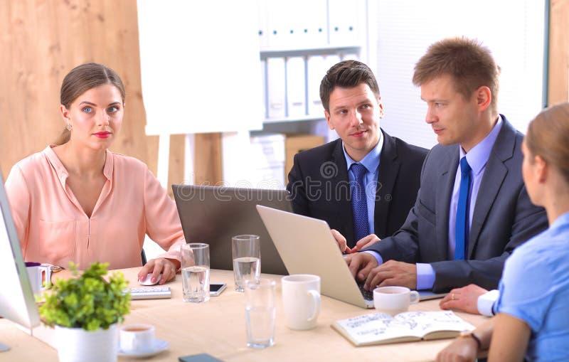 业务会议-经理谈论工作与 免版税库存照片