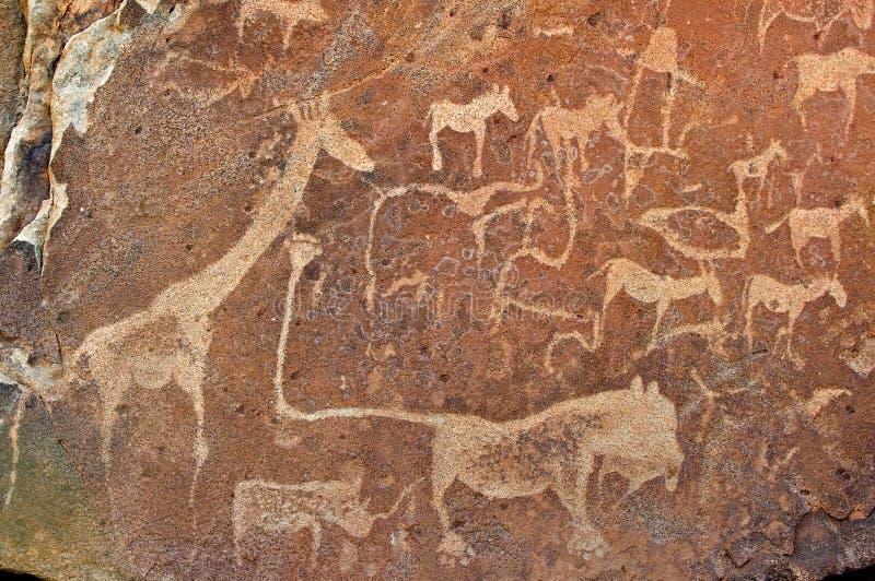 丛林居民刻在岩石上的文字,推菲尔泉岩石艺术站点在Damaraland,纳米比亚 库存图片