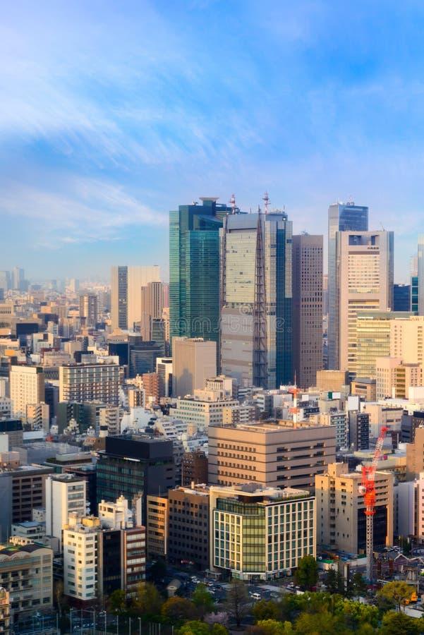 东京在鸟瞰图的市地平线都市风景与摩天大楼,现代营业所大厦有天空蔚蓝背景在东京 库存图片