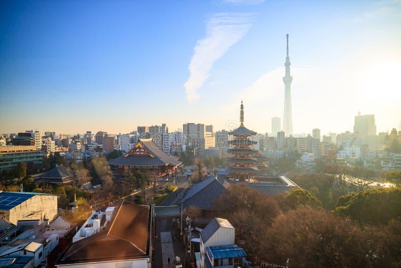 Download 东京地平线看法在微明的 库存照片. 图片 包括有 历史, 风景, 地标, 晚上, 城市, 黄昏, 拱道, 目的地 - 72370896