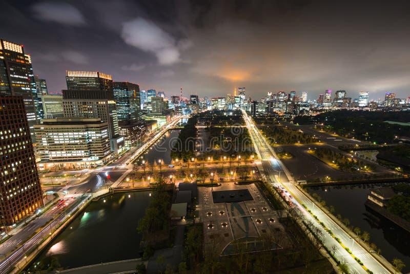 东京天际线夜间从皇宫 免版税库存图片