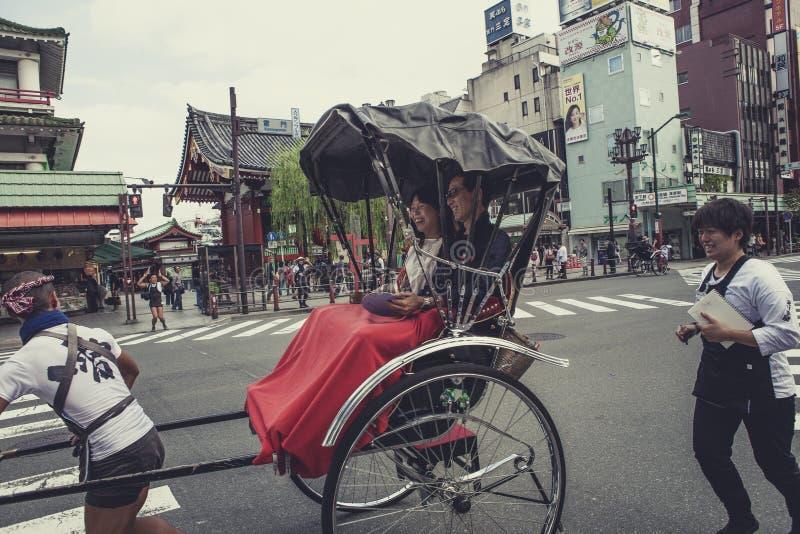 东京日本- 9月12,2015 :笑与幸福emot的游人 库存图片