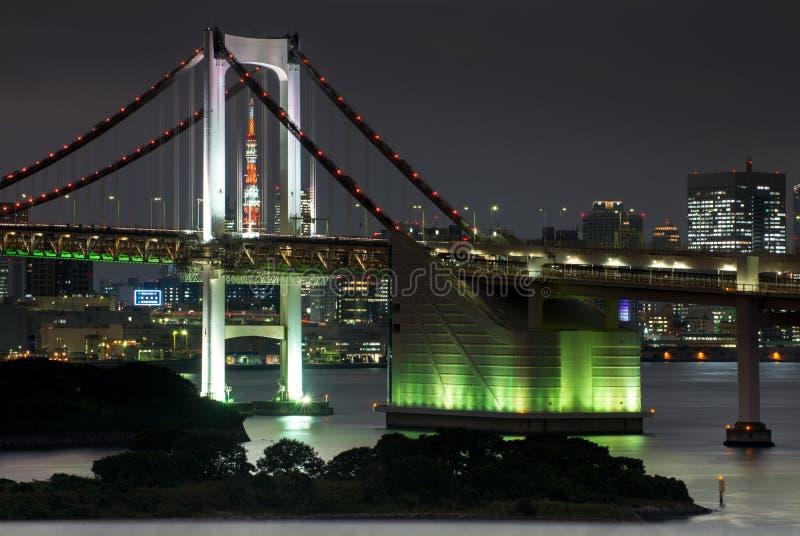 东京铁塔和彩虹桥在东京,日本 库存照片