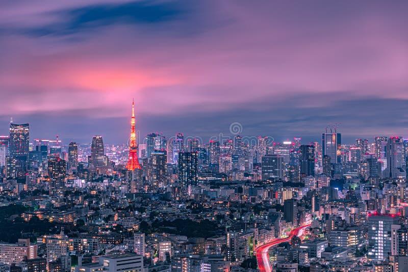 东京铁塔和都市地平线在黄昏 图库摄影
