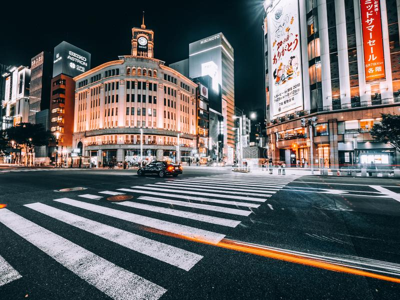 东京银座,日本- 2018年8月1日:银座区和地区是购物的豪华普遍的地方在购物中心和百货店 库存图片