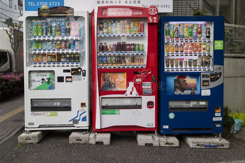 东京,日本- 2017年5月11日:有饮料的自动售货机在a 库存照片