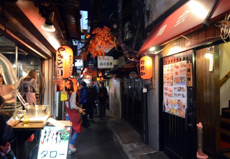 东京,日本- 11月23 :Yakatori胡同 免版税库存照片