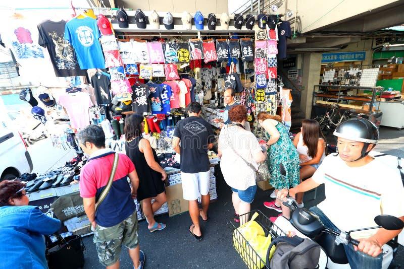 Download 东京:Tsukiji海鲜鱼市 图库摄影片. 图片 包括有 餐馆, 队列, 浸泡, 市场, 海鲜, 人群, 购买 - 59100562