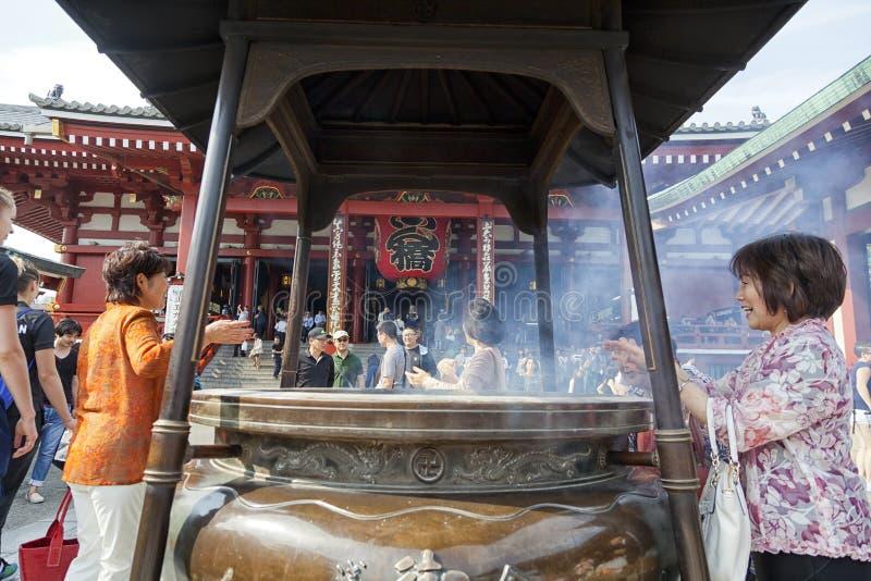东京-大约2016年6月:Sensoji籍红色日本寺庙在浅草,东京, 5月16,2016的日本 免版税图库摄影