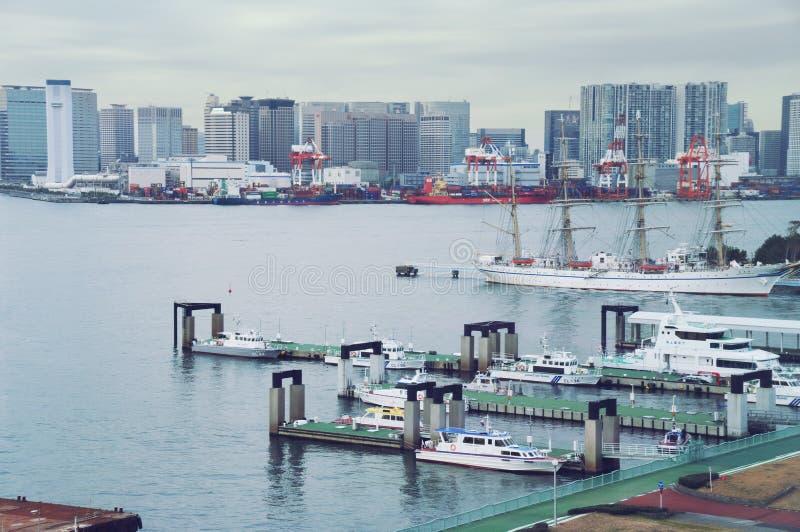 东京-海湾、终端和容器termina lcoast,停放的警戒艇的9月2009日视图 免版税库存照片