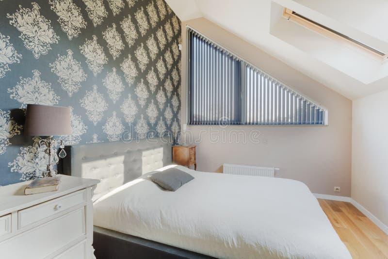 东方墙纸在卧室 免版税库存照片