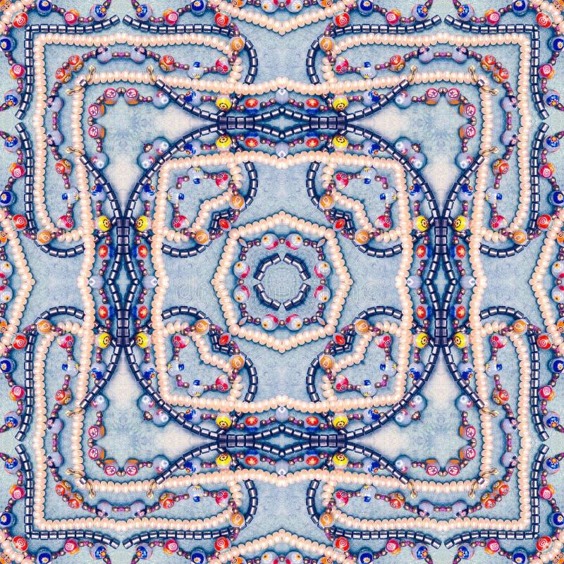 东方拼贴画背景,与明亮的小珠的无缝的五颜六色的样式剪贴薄的 坐垫的,毯子,枕头万花筒, 库存图片