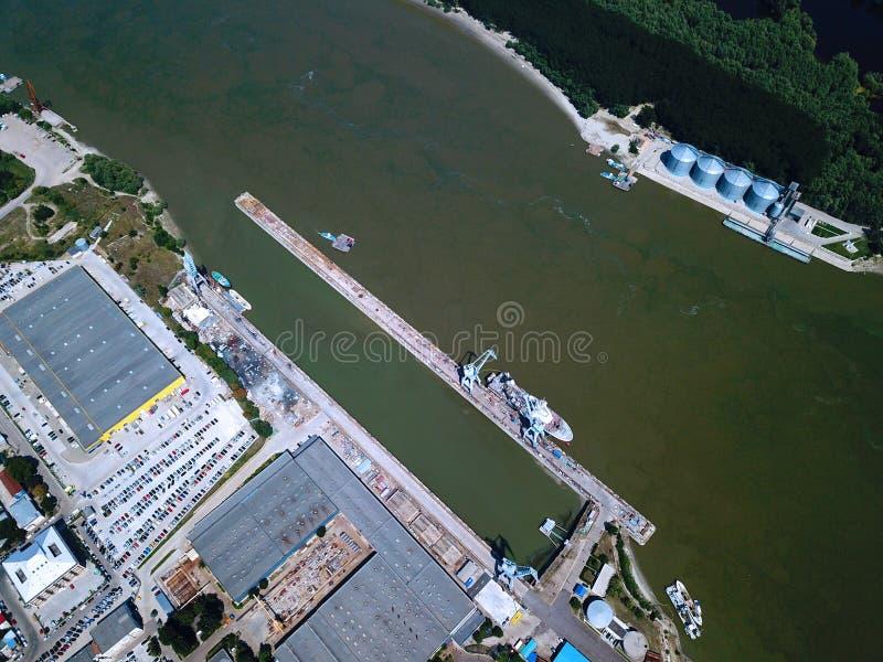 东欧布拉伊拉罗马尼亚船坞航景罗马尼亚东欧布赖拉船坞无人机空中视图 库存图片