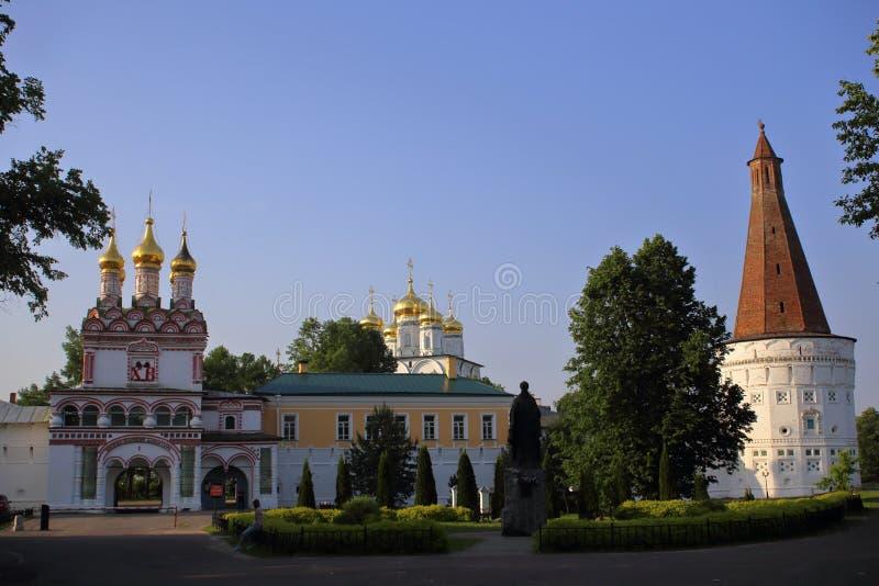 东正教约瑟夫沃洛科拉姆斯克修道院的正门 库存照片