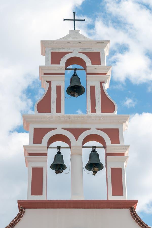 东正教钟楼多云天空的背景的 希腊 免版税库存照片