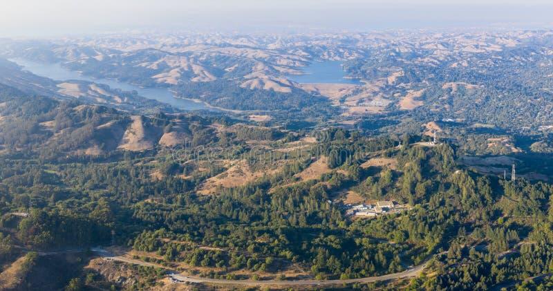东湾小山鸟瞰图在北加利福尼亚 库存图片