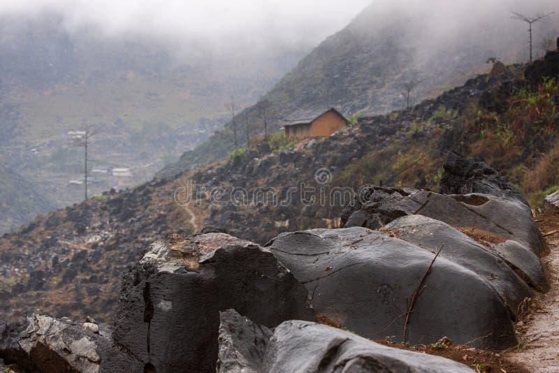 东范stone高原的02,河江省,越南一个小屋 库存图片