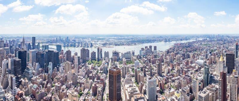 东边从帝国大厦的全景视图和East河和长岛市,纽约,美国 免版税库存照片